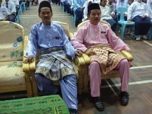 Guru Besar SK Pekan 1 (baju biru) turut menjayakan program